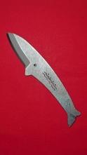 【送料無料】くじらナイフ ナガスクジラ【専用ケース付き】よく切れる!本格手打ちナイフ 実用性が高く、1番人気です。