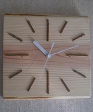 木目の美しい掛時計